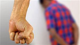 家暴,毆打(示意圖/翻攝自Pixabay) https://pixabay.com/photos/stop-fear-violence-against-refugees-1290997/