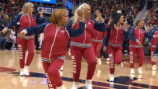 NBA巫師隊的大媽啦啦隊「Wizdom」。(圖/翻攝自Wizards Dancers推特)
