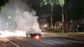 新北市林口分局文化所巡邏車突然起火燃燒(翻攝林口大家庭)