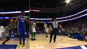 NBA/小吃大!聰明哥扁7呎恩比德 NBA,波士頓塞爾提克,Marcus Smart,費城七六人,Joel Embiid,打架 翻攝自臉書SportsCenter