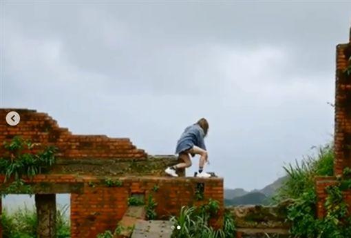 Popu Lady,宇珊,爬廢墟拍照。(圖/IG)