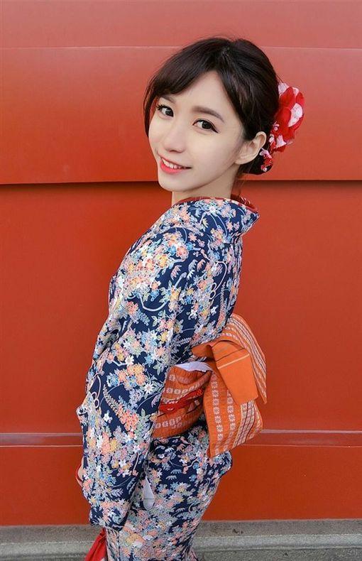 台中南區勤工派出所女警楊舒婷,美到女網友也讚嘆。(圖/翻攝臉書)