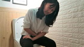 醫師翁昭旼提醒,若出現腹痛和腹瀉時糞便帶血和黏液持續超過3周,應提高警覺,可能是「慢腸炎」徵兆。(圖為模擬畫面,非新聞當事人/記者楊晴雯攝)