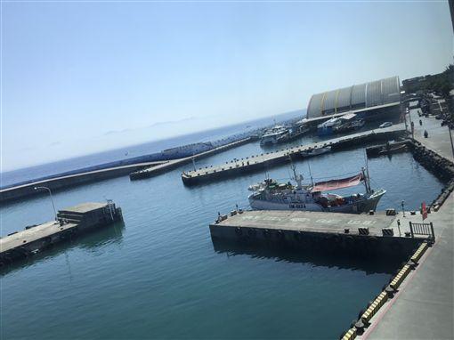 嫌釣客髒亂破壞燈具 屏東漁會反對港區開放釣魚 中央社