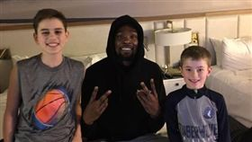 NBA/暖心KD!送披薩驚喜小球迷 NBA,金州勇士,Kevin Durant,球迷,披薩,暖心 翻攝自推特