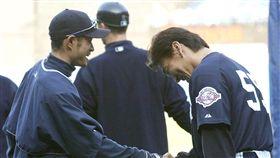 ▲鈴木一朗(左)與松井秀喜在大聯盟相遇。(資料照/美聯社/達志影像)