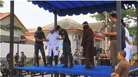 伊斯蘭教,印尼,婚前性行為,鞭刑 圖/翻攝自YouTube