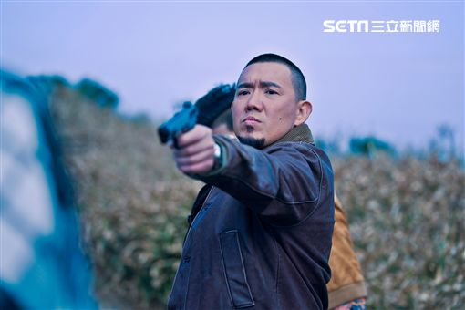 杜汶澤在《G殺事件》中飾演比「黑道還黑道」的黑警。(圖/双喜電影提供)