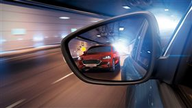 ▲駕駛輔助系統提升銀髮族行車安全。(圖/翻攝網站)