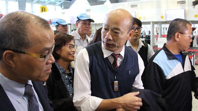 北京不反對!韓國瑜抵達香港受高規格接機 並將與特首午宴