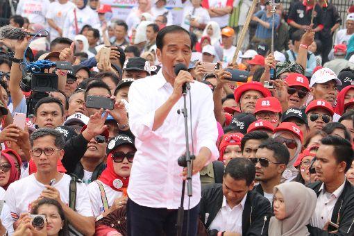 印尼總統佐科威可望連任印尼總統佐科威日前在萬隆造勢。多數民調顯示佐科威穩定領先,可望連任。中央社記者石秀娟萬隆攝  108年3月22日