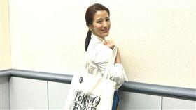 李蒨蓉如今不追求名牌,出門只背環保袋。(圖/記者蔡世偉攝影)