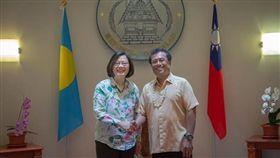 蔡英文總統與琉總統雷蒙傑索。(圖/翻攝蔡英文臉書)