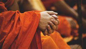 僧侶,法師,作法,佛教/pixabay