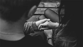 7年劈3次!見女友開房「掌聲響起」 綠光男原諒:我沒用(圖/pixabay)