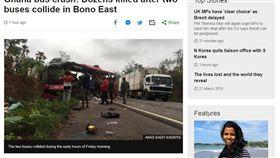16:9 正面撞擊!迦納2巴士對撞起火燃燒 至少60死 圖/翻攝自BBC https://www.bbc.com/news/world-africa-47668146