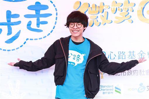 盧廣仲參加慈善路跑活動,與參賽選手互動熱絡。(記者林士傑/攝影)