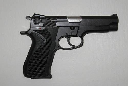 TCPB局長室,S&W 5904,手槍 (圖/翻攝自內政部警政署)