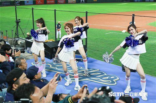 ▲Lamigirls熱情舞蹈,為開幕戰加油。(圖/記者林士傑攝影) ID-1840529