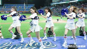 ▲Lamigirls熱情舞蹈,為開幕戰加油。(圖/記者林士傑攝影)