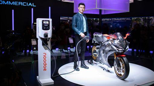 ▲光陽集團董事長柯勝峯今於第46屆東京摩托車展正式公開SuperNEX充電系統將採用Noodoe EV OS。(圖/KYMCO提供)