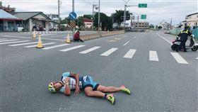 機車亂入賽道…「台灣鐵人一哥」謝昇諺遭撞倒!無奈棄賽 圖翻攝自謝昇諺臉書