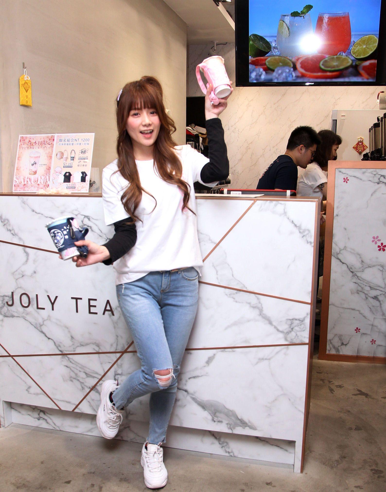 解婕翎JOLY揪拎特調飲品專賣店引爆永康街。(記者邱榮吉/攝影)