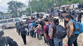 試圖入美被發現 墨西哥逮捕107名中美洲移民(圖/翻攝自el sol de mexico新聞)
