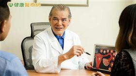 台北中山生殖中心陳樹基醫師呼籲,男性佔不孕原因高達四成,接受不孕療程時,男女都應積極配合檢查。