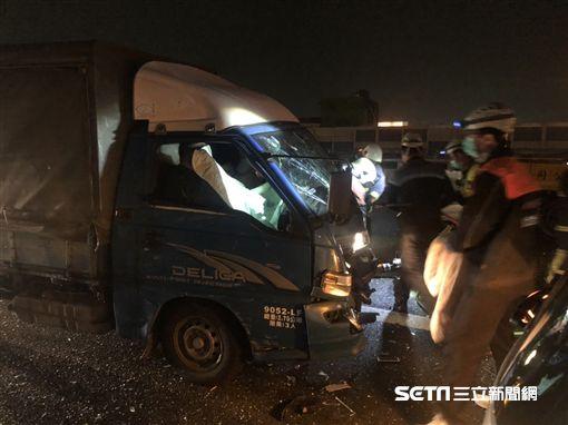 國道1連環撞車禍釀4傷/翻攝畫面