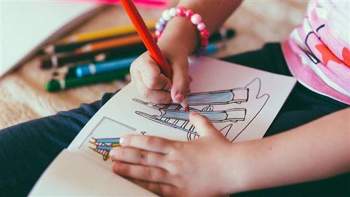 女童,畫圖,畫畫,女孩,手(示意圖/翻攝自Pixabay)