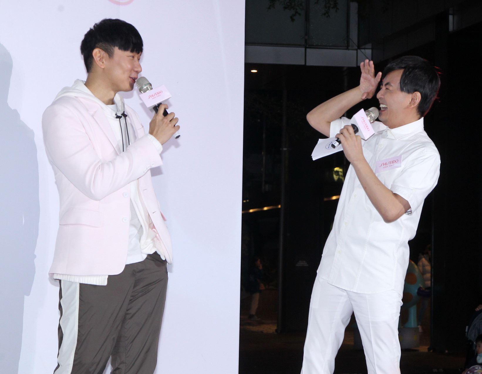 JJ林俊傑領軍粉絲快閃信義商圈夜跑。(記者邱榮吉/攝影)