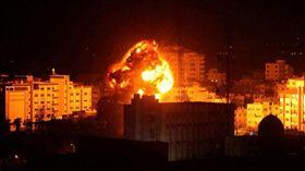 以色列對哈瑪斯組織(Hamas)在加薩的目標發動攻擊。(圖/翻攝自推特)
