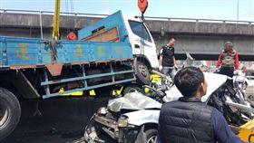 台北,國道一號,大貨車,聯結車,小客車,車禍,受困。翻攝畫面