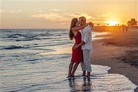 接吻,熱戀,情侶,愛人 圖/pixabay