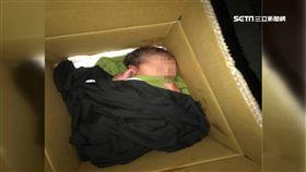 中和人行道驚見紙箱棄嬰。