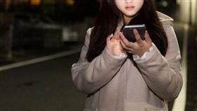 14歲少女偷阿嬤醫藥費養學長 反淪肥羊遭勒索(示意照/翻攝免費圖庫pakutaso)