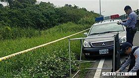 台北市關渡馬場對面防潮堤發現一具男性浮屍(讀者提供)