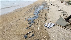 金門馬山岸際油汙綿延一公里 將完成清除 中央社