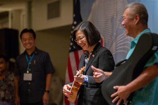 蔡英文總統當地時間26日晚間在夏威夷舉行僑宴。(圖/總統府提供)