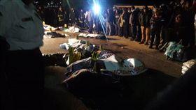 瓜地馬拉27日深夜傳出卡車撞人的重大車禍,至少30人喪生。(圖取自twitter.com/stereo100xela)