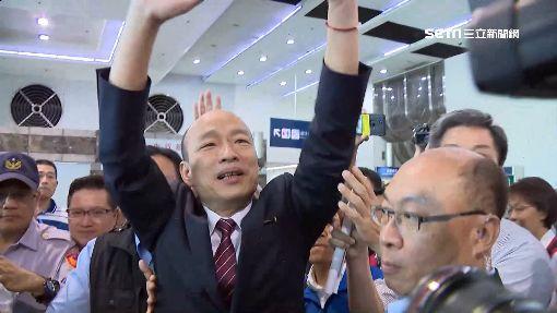 韓國瑜被隨扈抬起揮手 民代轟:你非皇帝