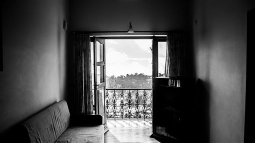 陽台,凶宅,墜樓(示意圖/pixabay)