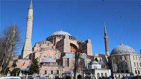 伊斯坦堡聖索菲亞博物館紐西蘭清真寺槍擊案主嫌在犯案宣言中以君士坦丁堡稱伊斯坦堡,強調君士坦丁堡理所當然該重回基督教徒懷抱,聖索菲亞將不再有尖塔。圖為聖索菲亞博物館外觀。中央社記者何宏儒伊斯坦堡攝 108年3月16日