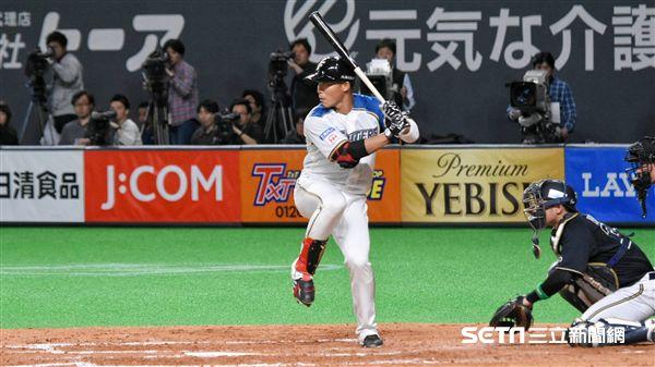 ▲王柏融首次站上日本職棒打擊區。(圖/記者王怡翔攝影)