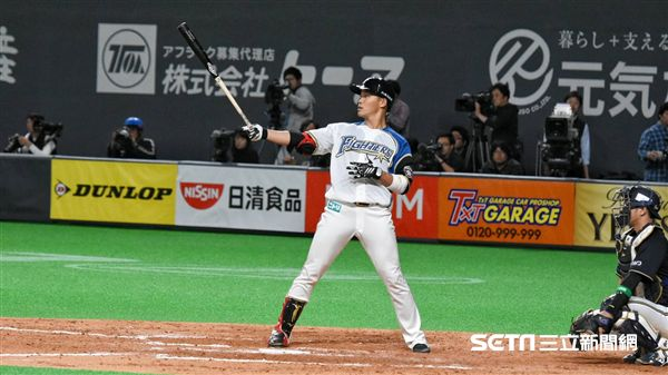 ▲王柏融在札幌巨蛋首次出賽。(圖/記者王怡翔攝影)
