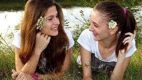 姐姐比妹妹比容易胖?科學家曝:出生順序影響身材。(圖/翻攝自Pixabay);16:9