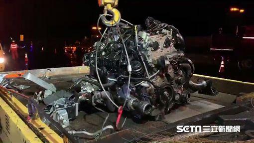 南投賓士車國道自撞引擎噴飛/翻攝畫面