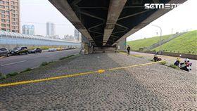 橋下,塑膠袋,陳屍,新北,翻攝畫面