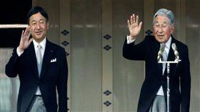 皇太子德仁(左)將於明年5月1日即位,明仁天皇將於2019年4月30日退位。(圖/翻攝自日網)